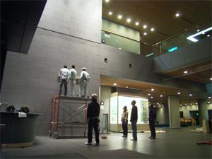 展示作業の様子